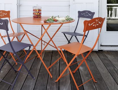 Floreal table in Carrot with Bagatelle chairs in Carrot & Plum