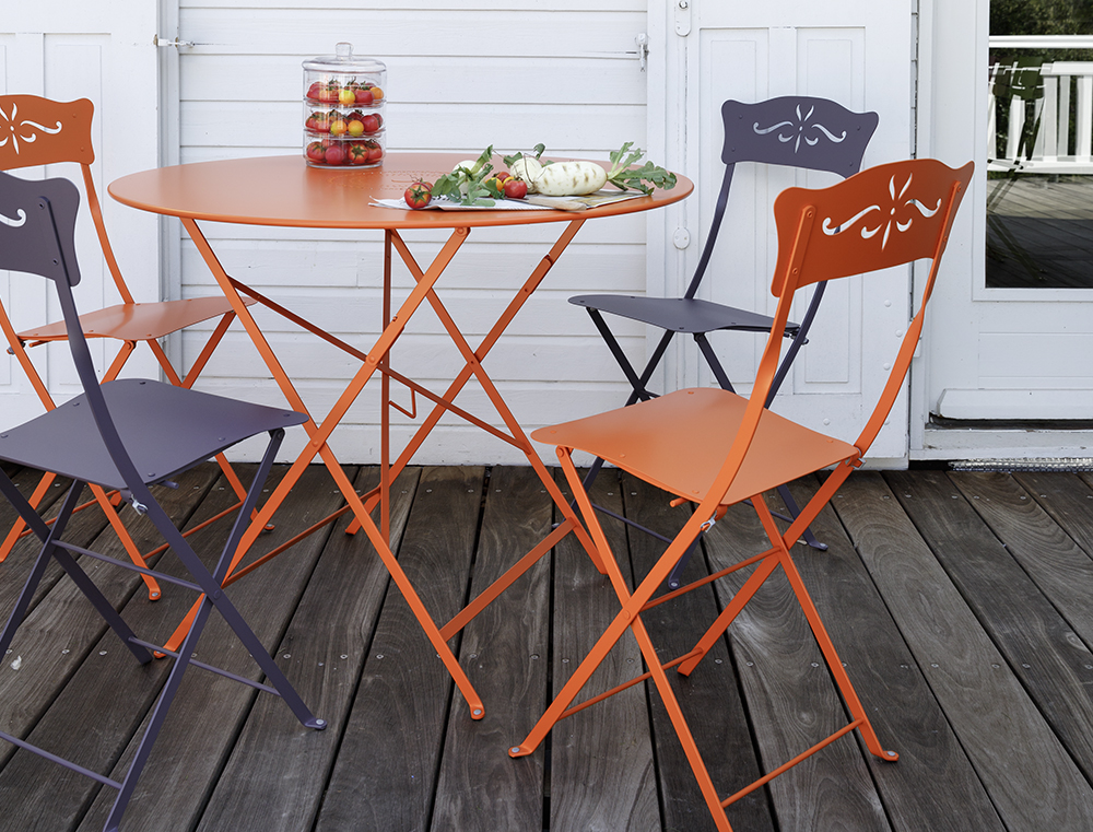 Floreal table in Carrot with Bagatelle chairs in Carrot & Plum. This garden furniture from Fermob is a pretty option for a small space.