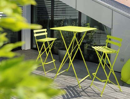 Bistro high table and chairs in Verbena Green