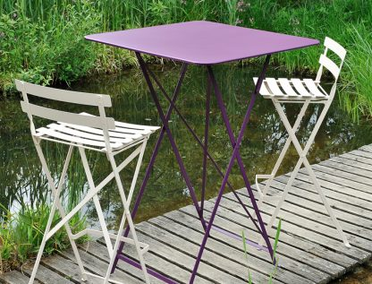 Bistro high table in Aubergine and Bistro high chairs in Cotton White