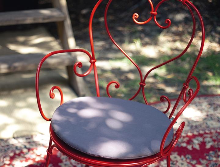 1900 armchair in Poppy