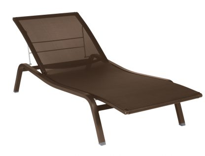 Alizé sunlounger in Russet