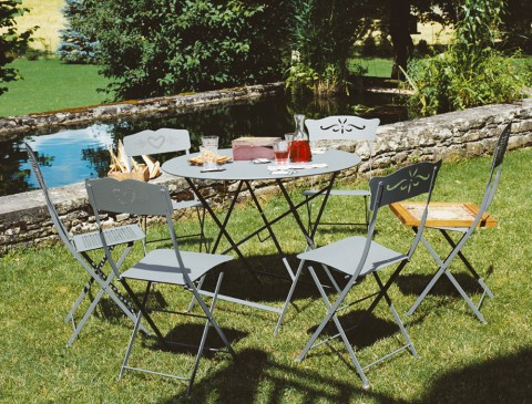 Bagatelle and Coeur chairs, Floreal table in Storm Grey