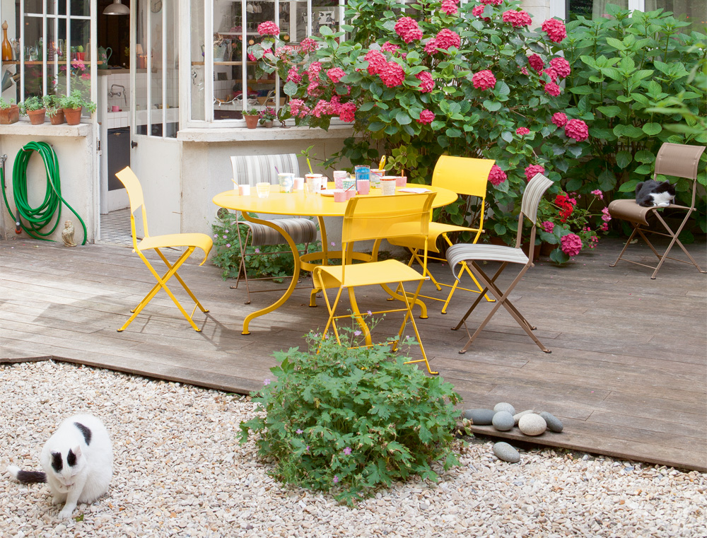 Dune chairs in Honey, Ticking and Nutmeg with Romane round table in Honey