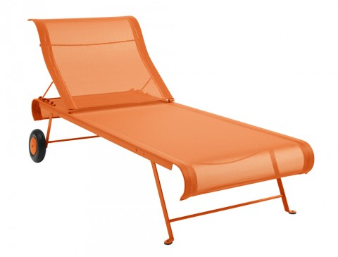 Dune sunlounger in Carrot