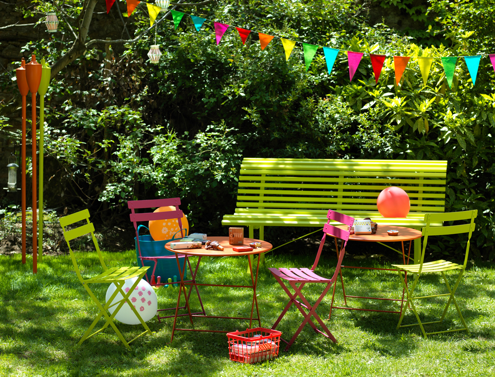 Louisiane bench 150cm in Verbena with Tom Pouce chairs & tables in Carrot, Fuchsia & Verbena