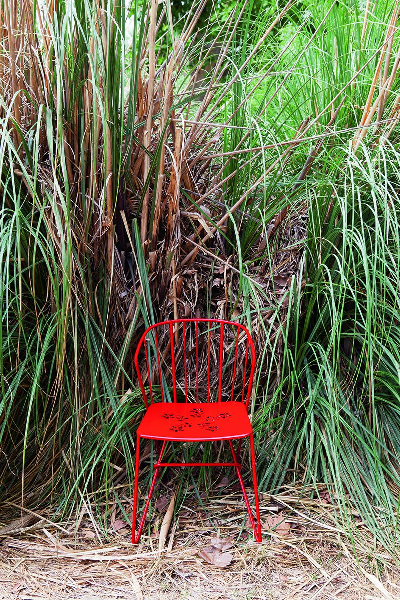 Flower armchair with perforations le petit jardin for Le petit jardin