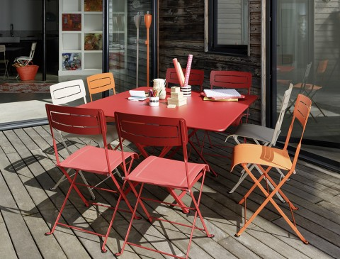 Cargo table in Chili, Slim chairs in Chili, Carrot and Cotton White