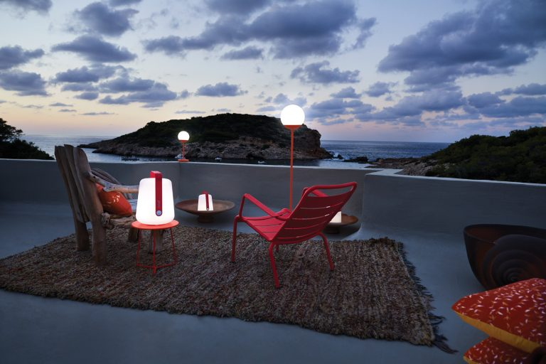 Luxembourg low armchair in Rose Praline, with Cocotte side table and Balad and Mooon! lamps