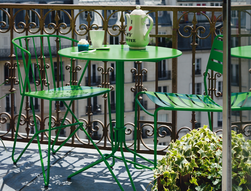 Flower perforated armchair and table, Surprising chair, all in Grass Green