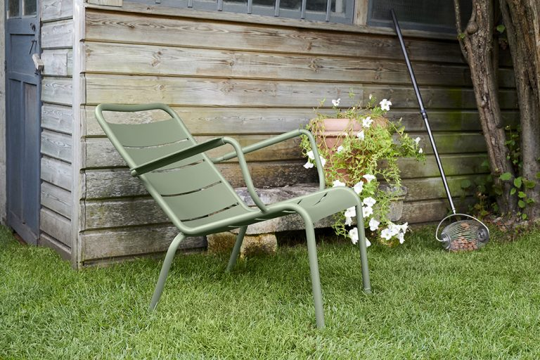 Luxembourg low armchair in Cactus