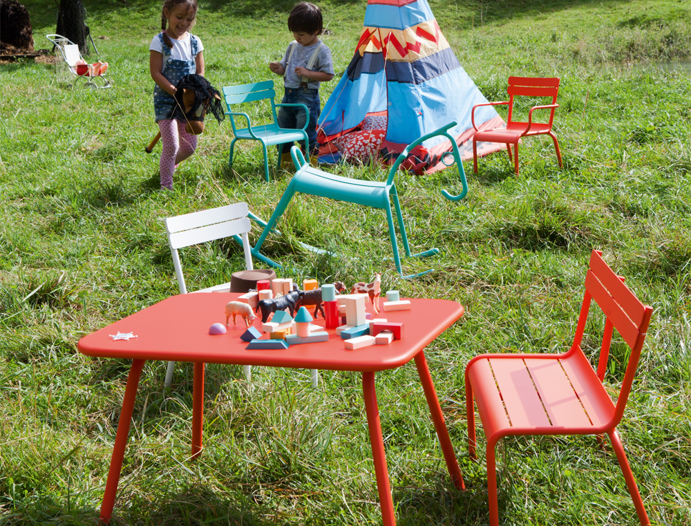 luxembourg kid table by fermob and available from le petit. Black Bedroom Furniture Sets. Home Design Ideas