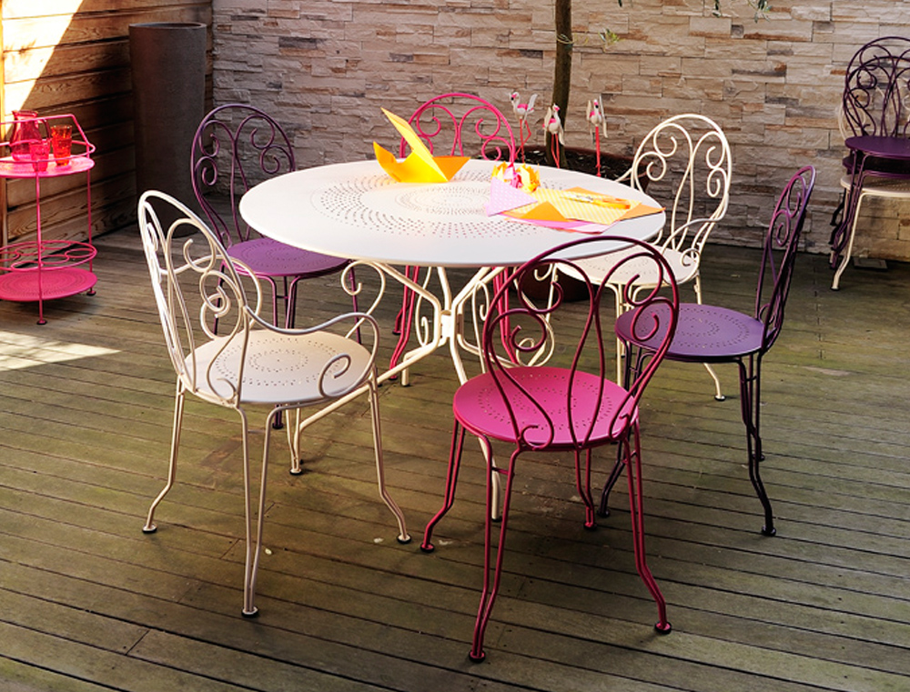 Montmartre table table, chairs, armchairs and portable bar, in Cotton White, Aubergine & Fuchsia