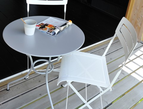 Opera 60 cm table in Cotton White (with Slim chair)
