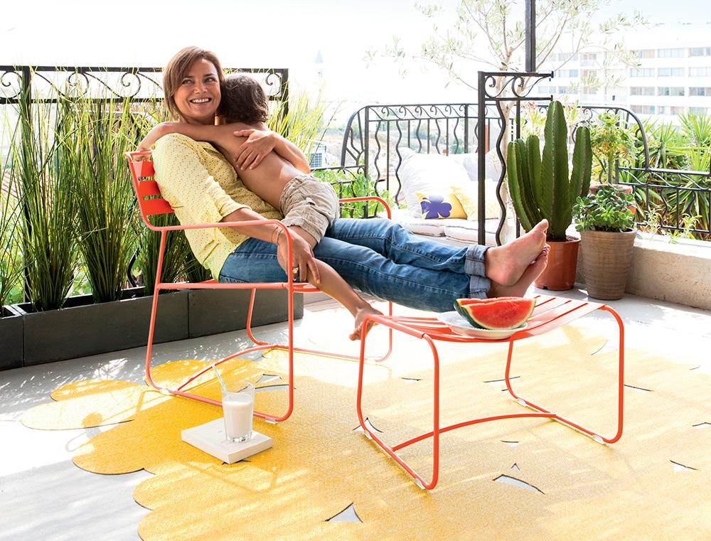 Surprising low armchair & footrest / lounger in Capucine