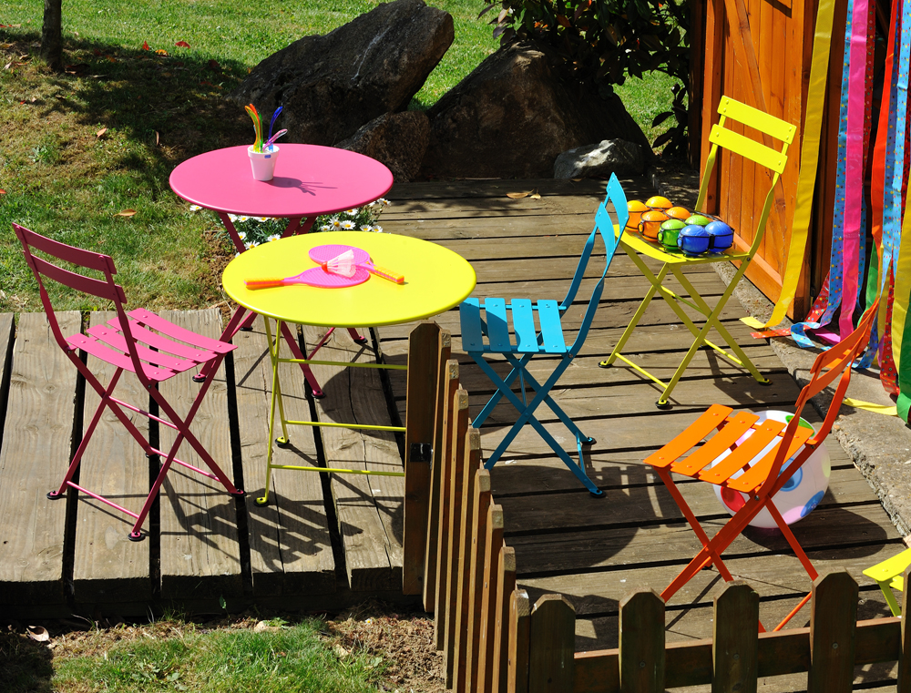 Tom Pouce tables and chairs