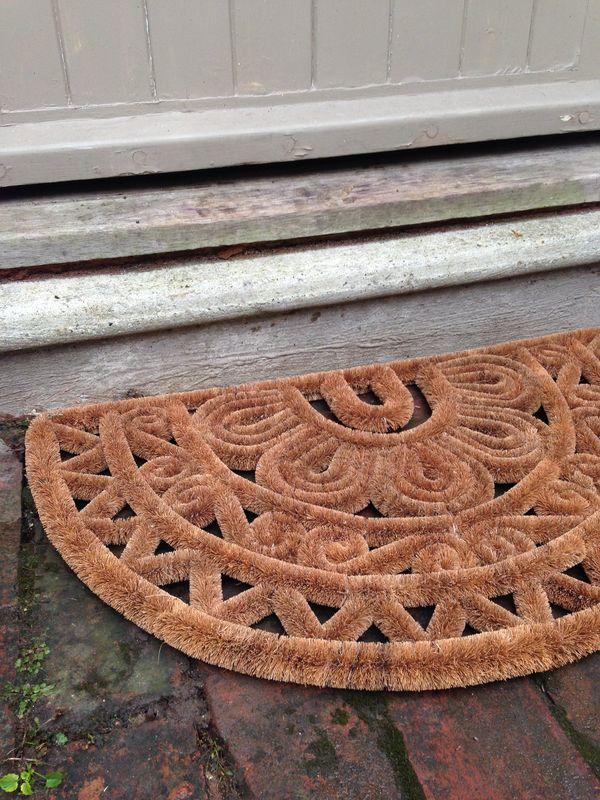 Half-moon doormat