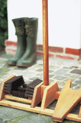 Oak wellie boot brush & remover