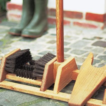 Oak Wellington boot brush & remover