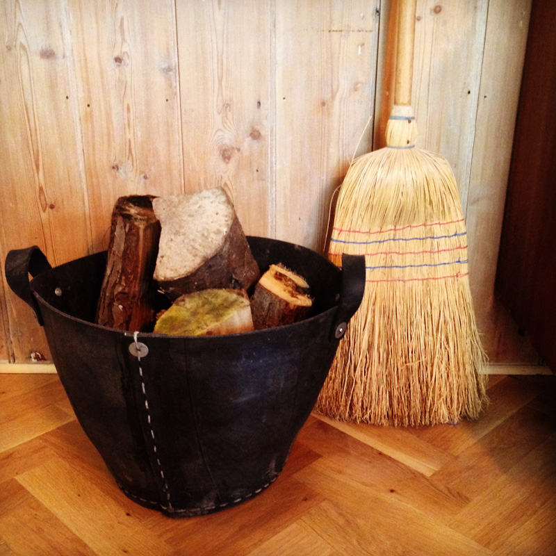 Recycled tyre bucket