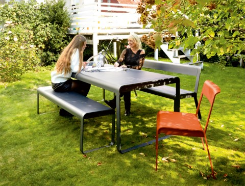 Bellevie bench, bench with with backrest, table and stacking chairs