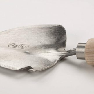 Sneeboer transplanting trowel with bottle opener
