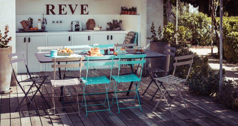 Cargo rectangular table with Bistro chairs