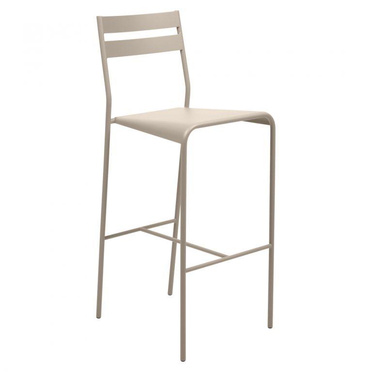 Facto high chair in Nutmeg