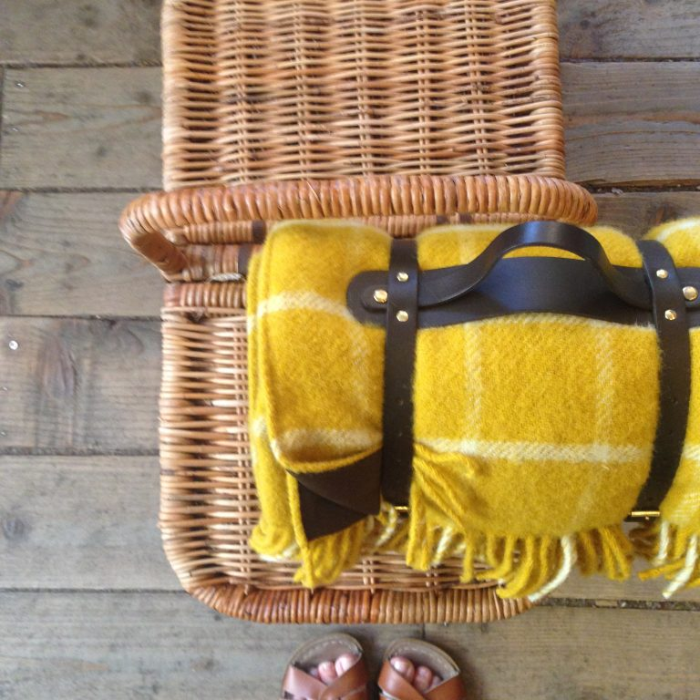 Picnic blanket in Chequered Mustard
