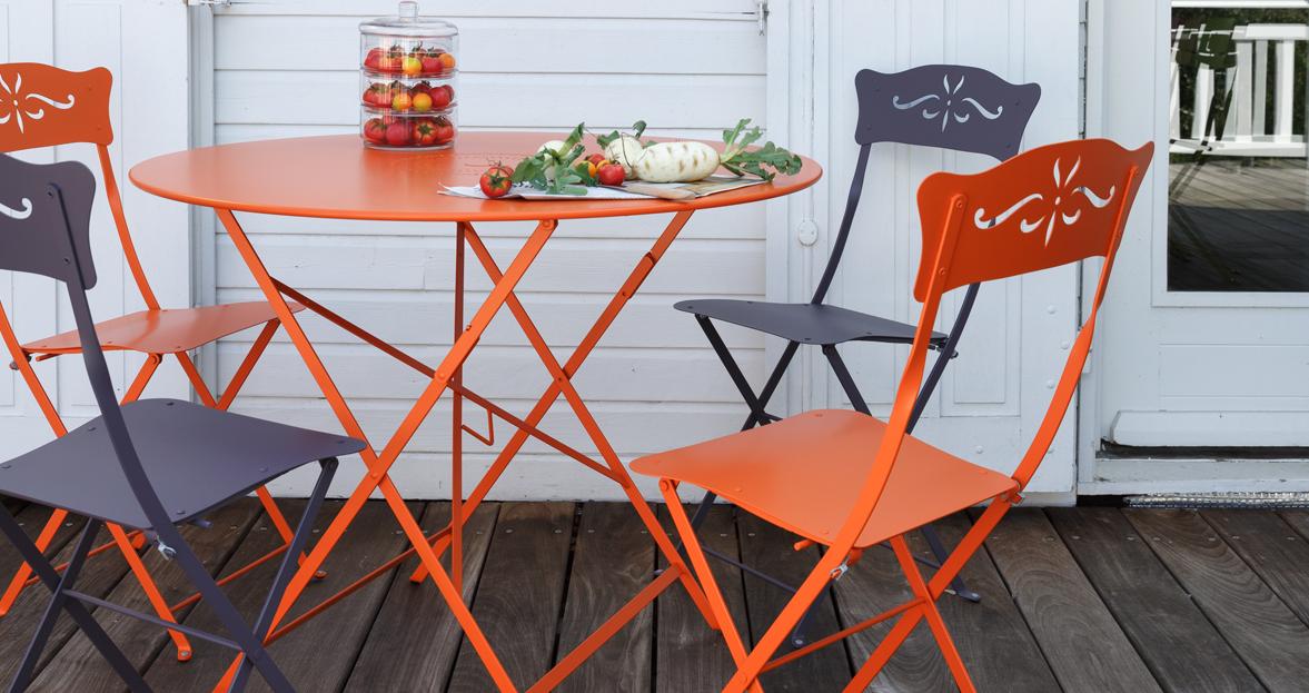 Floréal table 96 cm diameter, by Fermob, available from le petit jardin