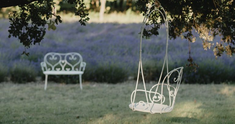 1900 hanging armchair & 1900 bench in Cotton White