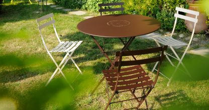 Floréal table 77 cm diameter in Russet, Bistro chair in Russet and Cotton White