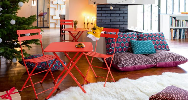 Tom Pouce chair and Tom Pouce square table in Capucine