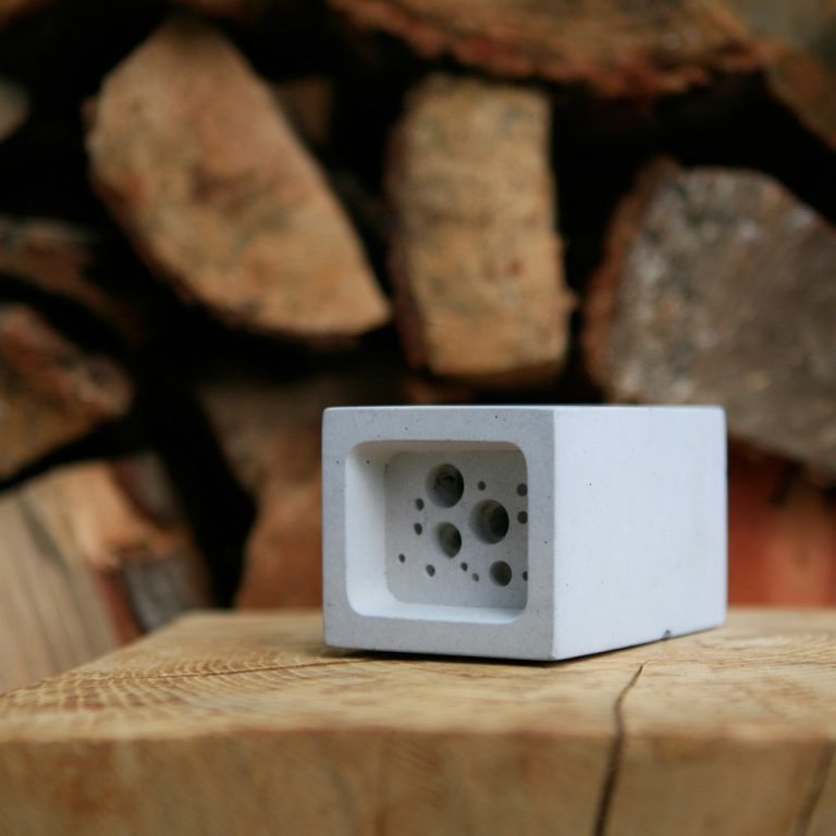 Small Bee Block in Natural, Off White concrete