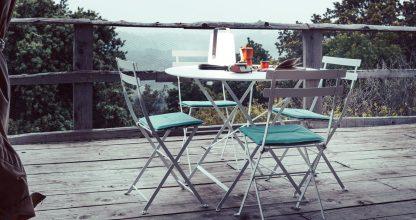 Bistro chair and Bistro table 77 cm in Cotton White