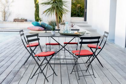 Bistro chairs and rectangular table 117 cm by 77 cm