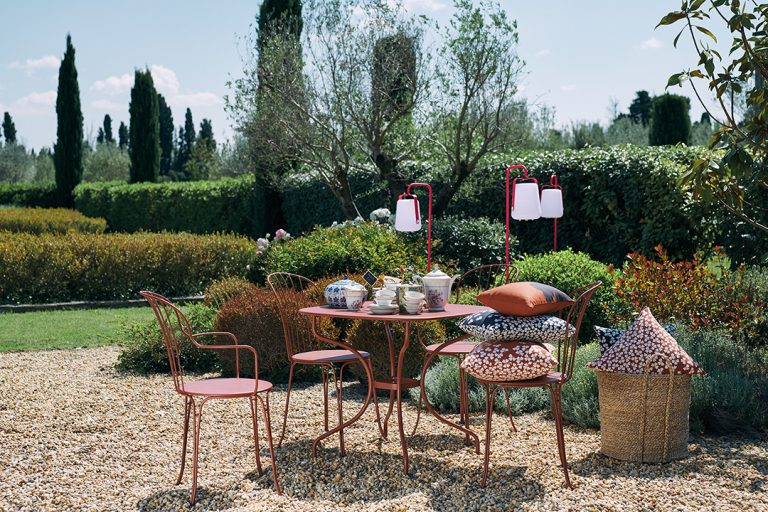 Opéra+ chairs, armchairs and rounded square table, all in Red Ochre