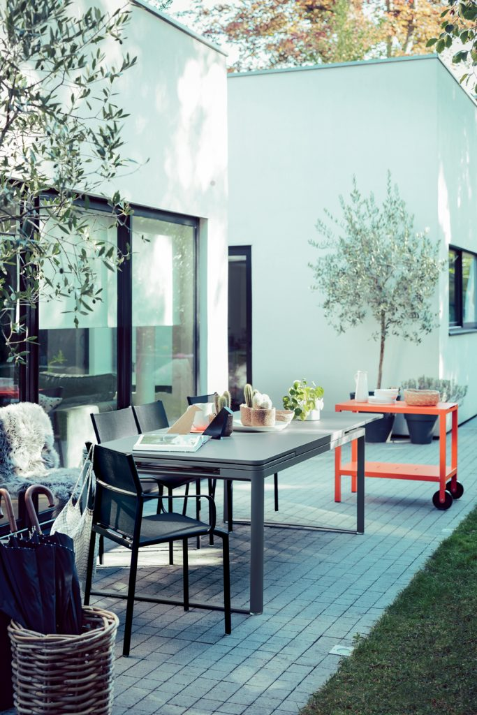 Cadiz armchairs, Biarritz table